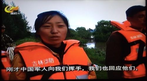 中国軍に救助されて、現地のテレビのインタビューに応える北朝鮮の女性(画面:図們テレビキャプチャー)