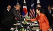 ラオス・ビエンチャンで行われた米韓首脳会談(韓国大統領府提供)