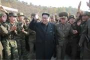 朝鮮人民軍第525軍部隊直属特殊作戦大隊を現地視察した金正恩氏(2016年11月4日付労働新聞より)