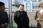 朝鮮人民軍の水産事業所を現地指導した金正恩氏(2016年11月17日付労働新聞より)