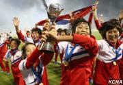 12月3日には、U-20(20歳以下)女子W杯・パプアニューギニア大会の決勝でフランスに3-1で快勝し、5大会ぶり2度目の優勝を果たした北朝鮮の選手たち(朝鮮中央通信)