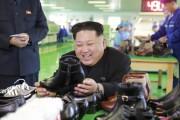 元山製靴工場を現地指導した金正恩氏(2016年12月9日付労働新聞より)