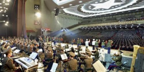 朝鮮人民軍協奏団の音楽舞踊総合公演(2017年4月26日付労働新聞より)