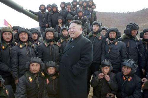 朝鮮人民軍戦車兵競技大会2017を現地指導した金正恩氏(2017年4月1日付労働新聞より)