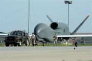 米軍の無人偵察機グローバルホーク(米空軍提供)