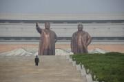 外国人観光客の訪問が禁じられた平壌の金日成主席、金正日総書記の銅像。(画像:デイリーNKジャパン読者提供)