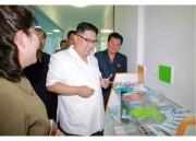 歯科衛生用品工場を現地指導する金正恩氏(2017年6月20日付労働新聞)