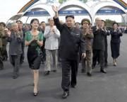 綾羅人民遊園地の竣工式に訪れた金正恩・李雪主夫妻(2012年7月26日付労働新聞より)