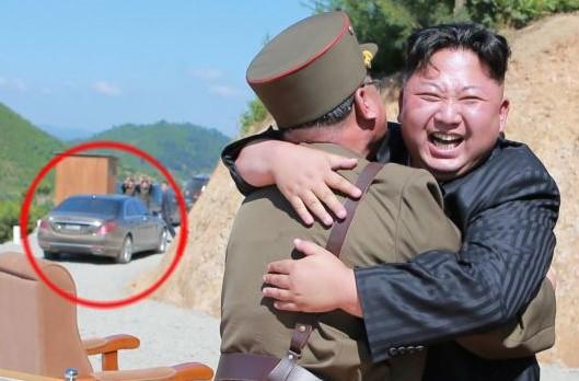 金正恩氏がICBM発射を現地指導した際の写真に、新型メルセデス・ベンツと見られる車両が写っている(朝鮮中央通信)