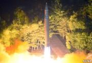 北朝鮮が28日に発射した大陸間弾道ミサイル「火星14」型(朝鮮中央通信)