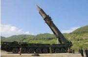 試射を控えたICBM「火星14」型(2017年7月5日付労働新聞より)