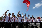ICBM発射を喜ぶ金日成総合大学の学生たち(画像:朝鮮の今日)