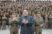 北朝鮮軍戦略軍司令部を視察した金正恩氏(2017年8月15日付労働新聞より)
