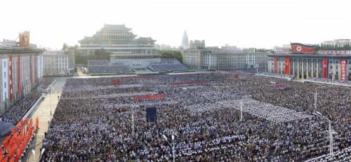 共和国政府声明を全幅的に支持する平壌市民集会(2017年8月10日付労働新聞より)