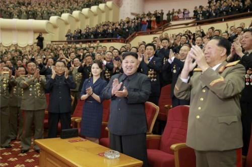 水爆実験の成功に寄与した核科学者、技術者のための祝賀公演に参加した金正恩氏(2017年9月10日付労働新聞より)