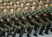 RPG-7を持って行進する朝鮮人民軍の兵士たち