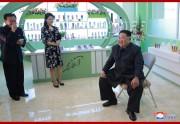 李雪主夫人の足元にハングルで「銀河水」と書かれている(朝鮮中央通信)