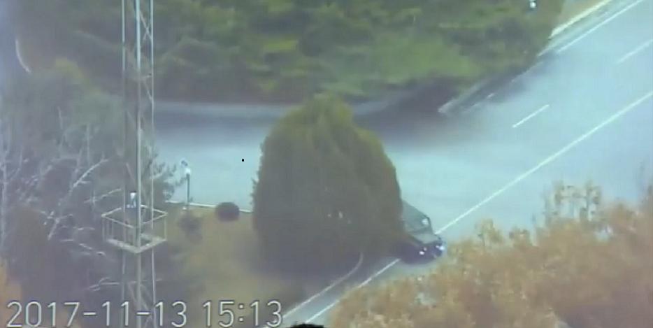 亡命した兵士の運転する軍用車両が猛スピードで共同警備区域(JSA)に進入