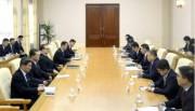 朝鮮労働党の李洙墉氏と中国共産党の宋濤氏が会談した(2017年11月19日付労働新聞より)