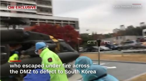 搬送される亡命北朝鮮兵士