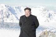白頭山に登った金正恩氏(2017年12月9日付朝鮮中央通信より)