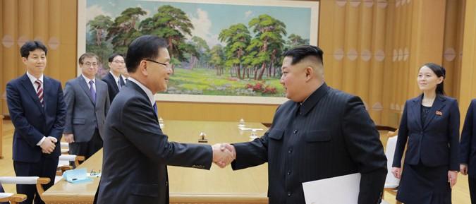 金正恩氏が文在寅大統領の特使団と面談した(2018年3月6日付朝鮮中央通信より)