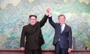 南北首脳会談(2018年4月28日付朝鮮中央通信より)