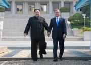 金正恩氏と文在寅(2018年4月28日付朝鮮中央通信より)