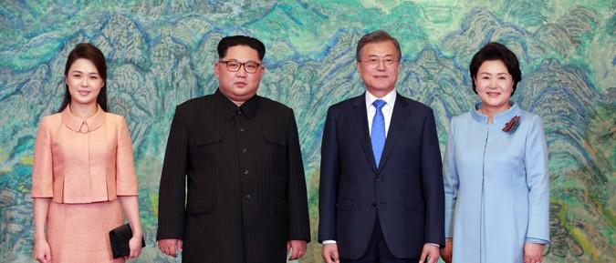 金正恩夫妻と文在寅夫妻(2018年4月28日付朝鮮中央通信より)