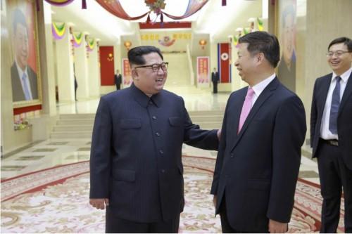 中国の宋濤氏と会談した金正恩氏(2018年4月15日付労働新聞より)