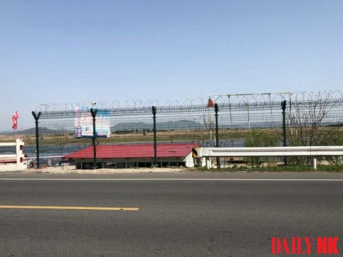 フェンスに囲まれ利用できなくなった遊覧船の船着き場(画像:デイリーNK)