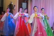 北朝鮮レストランの女性従業員たち(柳京食堂HPから)
