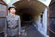 24日、爆破に先立ち外国記者団に公開された北朝鮮核実験場の3番坑道(韓国写真共同取材団)