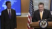29日、米ワシントンで「信仰の自由に関する国際報告書」2017年版を発表する、ポンペオ国務長官とサム・ブラウンバック大使(米国務省提供)