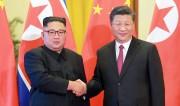 19日、北京を訪問した金正恩氏と習近平氏(朝鮮中央通信)