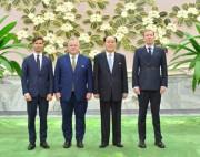 訪朝したスウェーデン政府特使の一行と会った金永南氏(2018年6月28日付労働新聞)