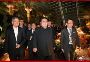 11日、シンガポール市内を視察した金正恩氏(朝鮮中央通信)