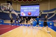 4日午前、南北統一バスケ大会を控え、平壌の柳京鄭周永体育館でウォーミングアップする韓国の女子選手ら(写真合同取材団)