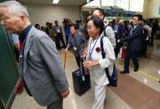 20日、離散家族再会事業に参加する韓国側の対象者たちが、東海線の南北出入事務所(CIQ)に到着。この後、北朝鮮に向かった(韓国ニュース通信取材団)