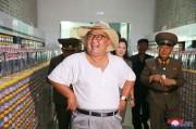 金山浦塩辛工場を視察する金正恩氏(2018年8月8日付朝鮮中央通信)