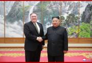 7日、訪朝したポンペオ米国務長官と会談した金正恩氏(2018年10月8日付朝鮮中央通信)