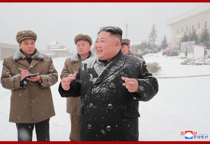 三池淵(サムジヨン)郡を視察した金正恩氏(2018年10月30日付朝鮮中央通信)