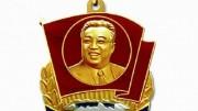 北朝鮮で「太陽像」と呼ばれる金日成氏の肖像画をあしらった勲章(朝鮮中央通信)