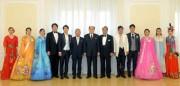 金永南氏と在日朝鮮人芸術団(2019年2月17日付朝鮮中央通信)