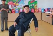 清津かばん工場を現地指導した金正恩氏(2018年7月17日付朝鮮中央通信)