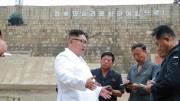 漁労川発電所の建設現場を視察した金正恩氏(朝鮮中央通信)