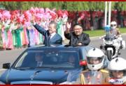 昨年9月、平壌での歓迎パレードで金正恩氏とベンツに同乗した文在寅氏(朝鮮中央通信)