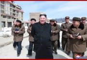 三池淵郡の建設現場を視察する金正恩氏(2019年4月4日付朝鮮中央通信)
