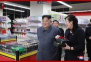 開業を控えた大聖百貨店を視察した金正恩氏(2019年4月9日付朝鮮中央通信)
