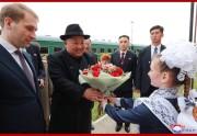24日、専用列車でウラジオストク駅に到着した金正恩氏(2019年4月25日付朝鮮中央通信)
